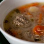 Fleischklößchensuppe mit Estragon und Zitronensaft